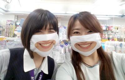 笑顔の口元をマスクに印刷!?衝撃の「スマイルマスク」